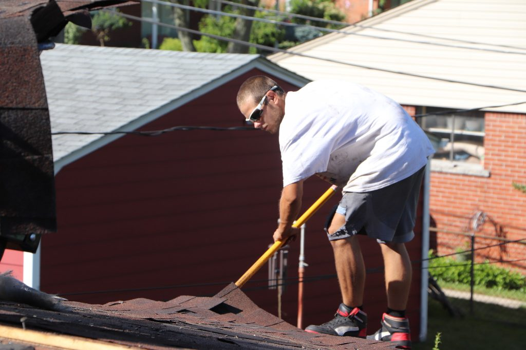 Autumn Roofing: How to Hire Canton, Michigan Roofers in the Fall