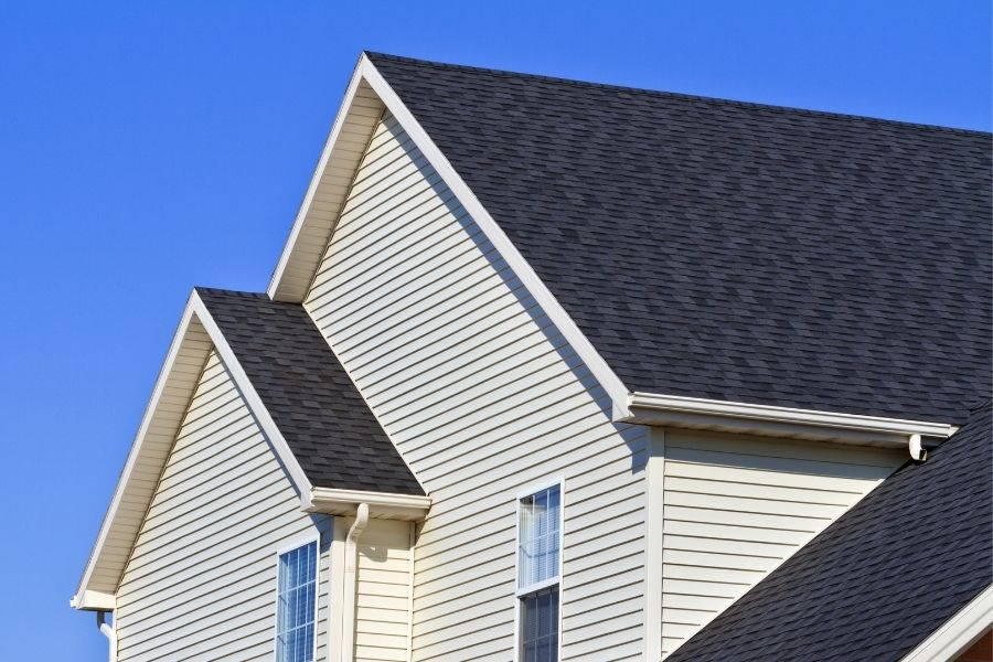 What You Should And Shouldn't Do When Cleaning Your Asphalt Shingles in Canton Michigan